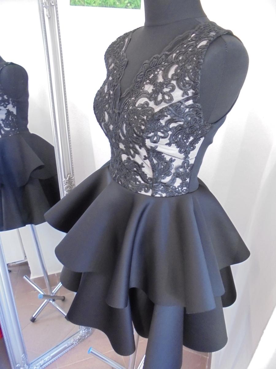 e2e678db1f Čiernobiele áčkové šaty s čipkou
