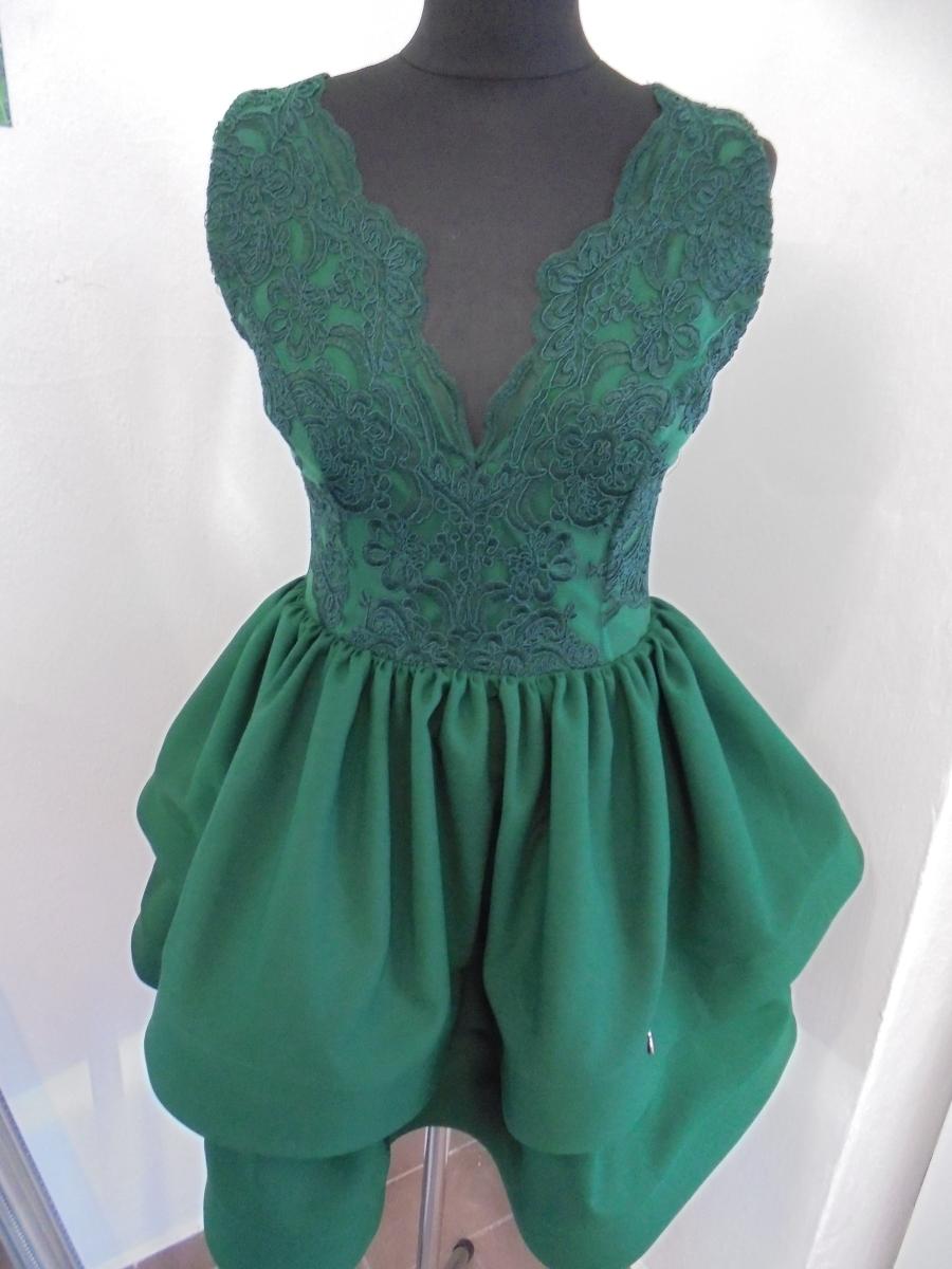 c9147f6edc Tmavozelené áčkové šaty s čipkou