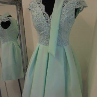 836d41ac62 You re viewing  Svetlozelené áčkové šaty s čipkou €57.00